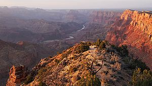 Foto: Blick in den Grand Canyon bei Sonnenuntergang